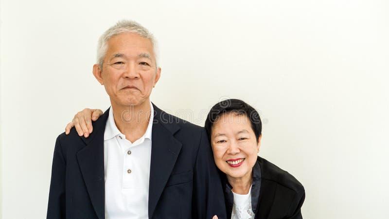 Ευτυχές ασιατικό ανώτερο ζεύγος Επιτυχία στην επιχείρηση και τη ζωή, togher στοκ φωτογραφίες