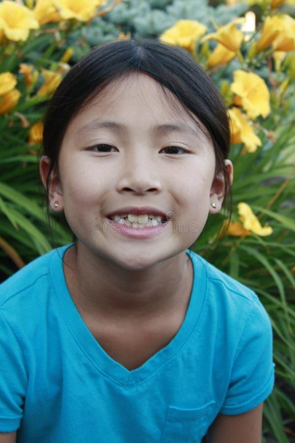 Ευτυχές ασιατικό κορίτσι στοκ φωτογραφίες