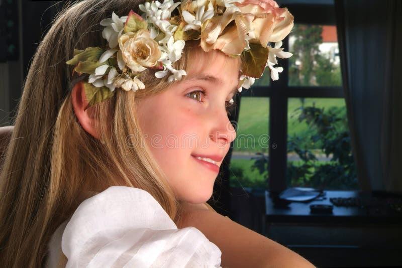 Ευτυχές λατρευτό κορίτσι στοκ εικόνα με δικαίωμα ελεύθερης χρήσης