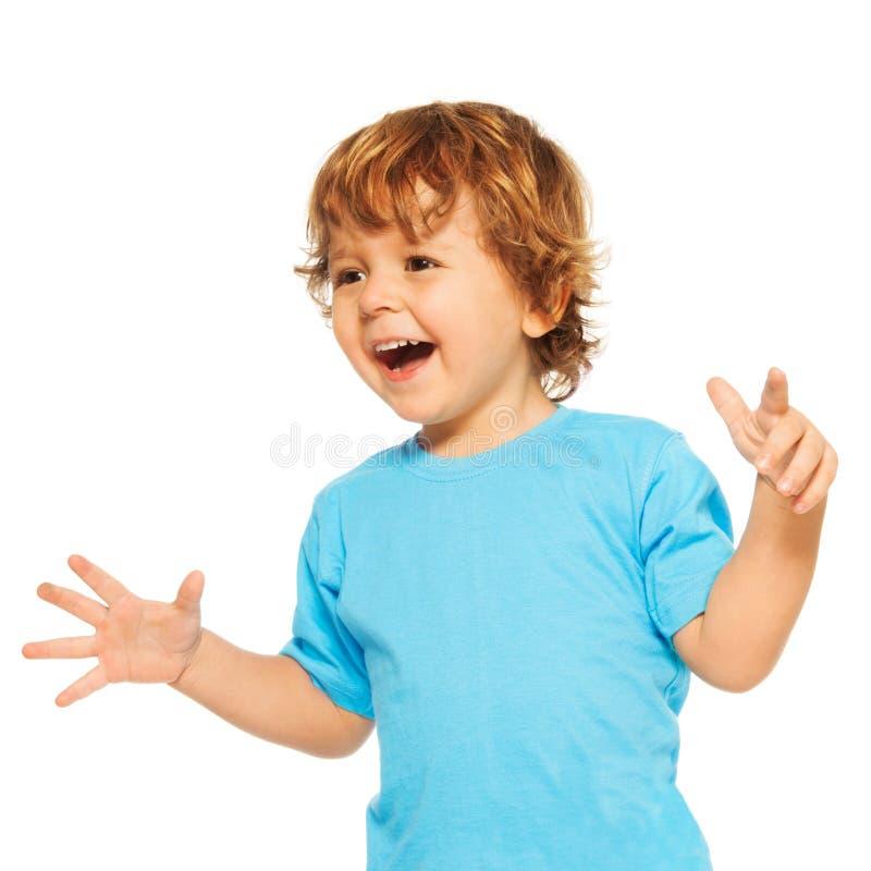 Ευτυχές βγααλμένο χρονών παιδί δύο στοκ φωτογραφίες