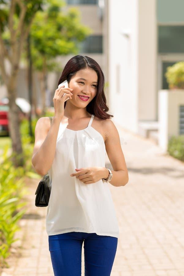 Ευτυχές βιετναμέζικο κορίτσι στοκ εικόνες