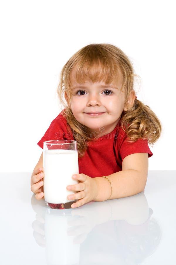 ευτυχές γάλα κοριτσιών στοκ εικόνες