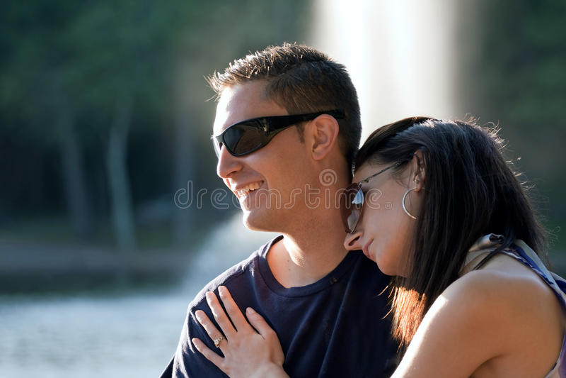 Ευτυχές ζεύγος από κοινού στοκ εικόνα με δικαίωμα ελεύθερης χρήσης