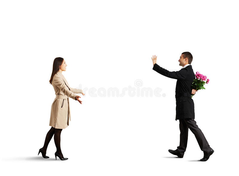 Ευτυχές ζεύγος που πηγαίνει να συναντήσει ο ένας τον άλλον στοκ εικόνες