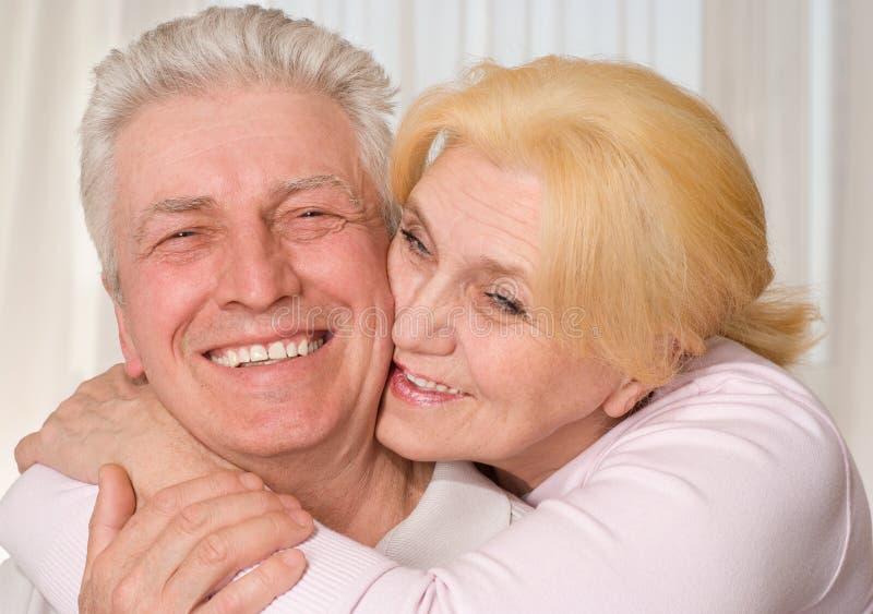 Ευτυχές ηλικιωμένο ζεύγος στοκ εικόνες