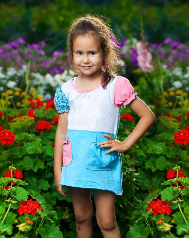ευτυχές λιβάδι κοριτσιώ&n στοκ εικόνα