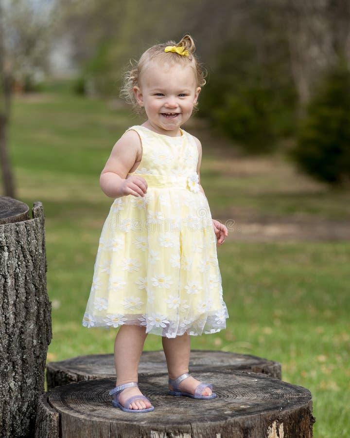 Ευτυχές και υπερήφανο μικρό παιδί στοκ εικόνες με δικαίωμα ελεύθερης χρήσης