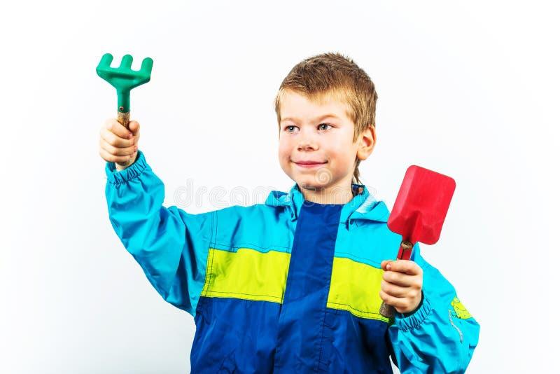 Ευτυχές καλλιεργώντας αγόρι άνοιξη στοκ φωτογραφίες με δικαίωμα ελεύθερης χρήσης