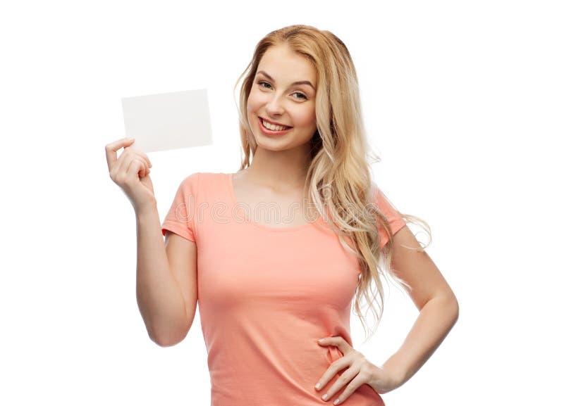 Ευτυχές κορίτσι γυναικών ή εφήβων με την κενή Λευκή Βίβλο στοκ φωτογραφία