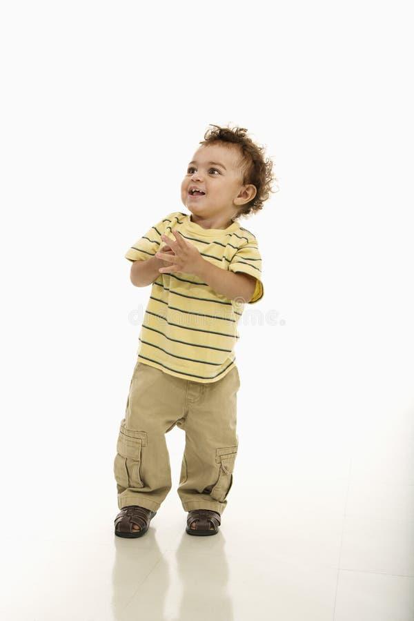 ευτυχές μικρό παιδί αγορ&iot στοκ εικόνα με δικαίωμα ελεύθερης χρήσης