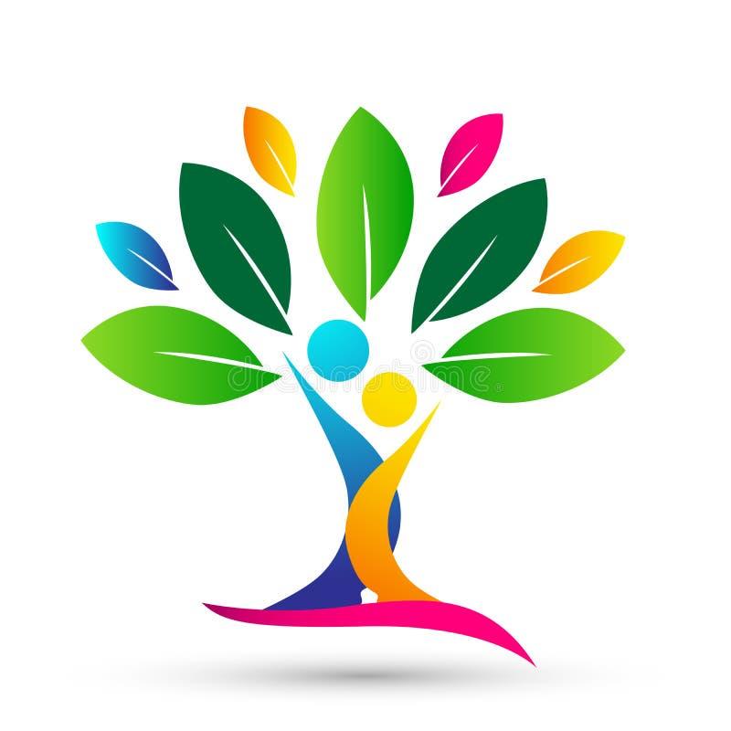 Ευτυχές οικογενειακό δέντρο με το ζωηρόχρωμο σχέδιο στο άσπρο υπόβαθρο ελεύθερη απεικόνιση δικαιώματος