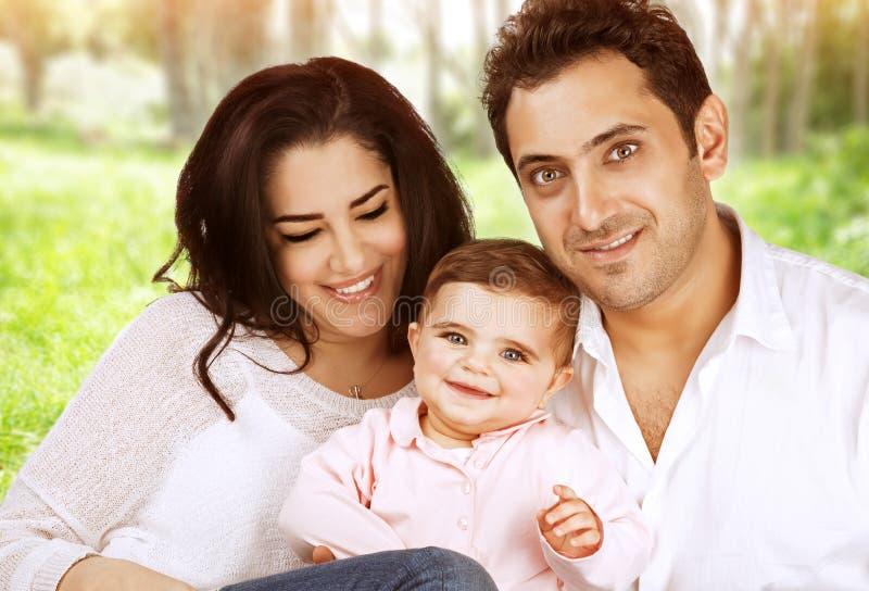 Ευτυχές οικογενειακό πορτρέτο στοκ φωτογραφίες με δικαίωμα ελεύθερης χρήσης