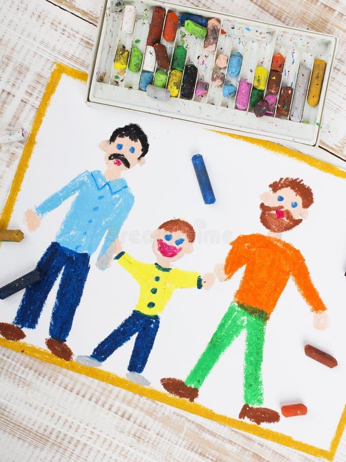 Ευτυχές ομοφυλοφιλικό ζεύγος και υιοθετημένο παιδί στοκ φωτογραφία