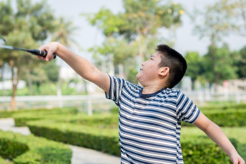 Ευτυχές παίζοντας μπάντμιντον αγοριών Asiang στοκ εικόνες με δικαίωμα ελεύθερης χρήσης