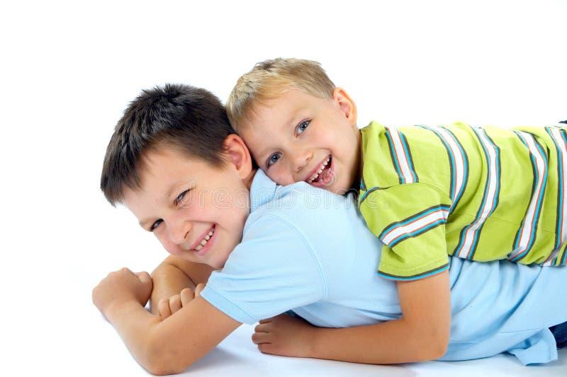 ευτυχές παιχνίδι αδελφών στοκ εικόνες με δικαίωμα ελεύθερης χρήσης