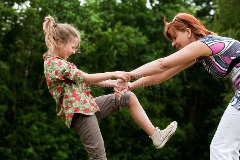 ευτυχές παιχνίδι κοριτσ&io στοκ φωτογραφία