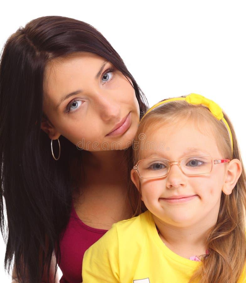 Ευτυχές παιχνίδι οικογενειακών μητέρων με την κόρη της στοκ φωτογραφία με δικαίωμα ελεύθερης χρήσης