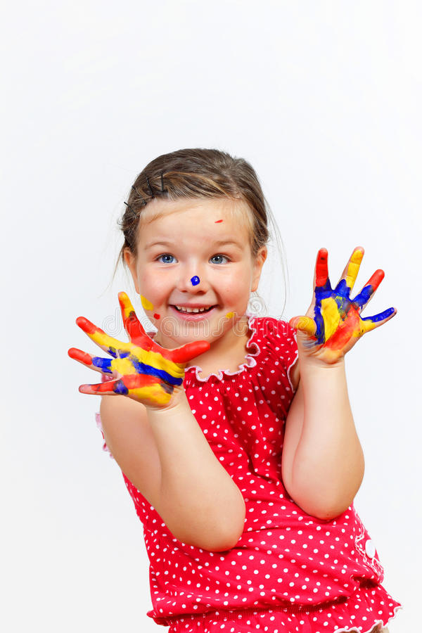 Ευτυχές παιδί με το χρώμα σε ετοιμότητα στοκ φωτογραφία με δικαίωμα ελεύθερης χρήσης