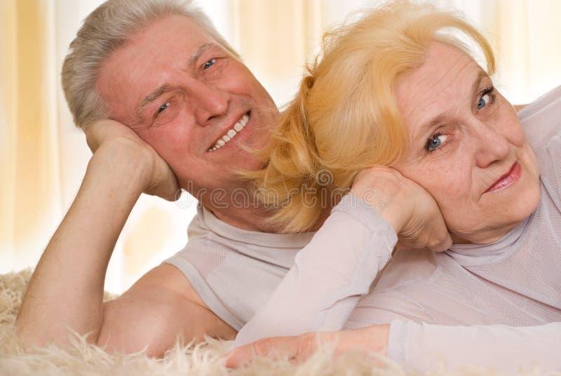 Ευτυχές παλαιό ζεύγος στοκ φωτογραφίες