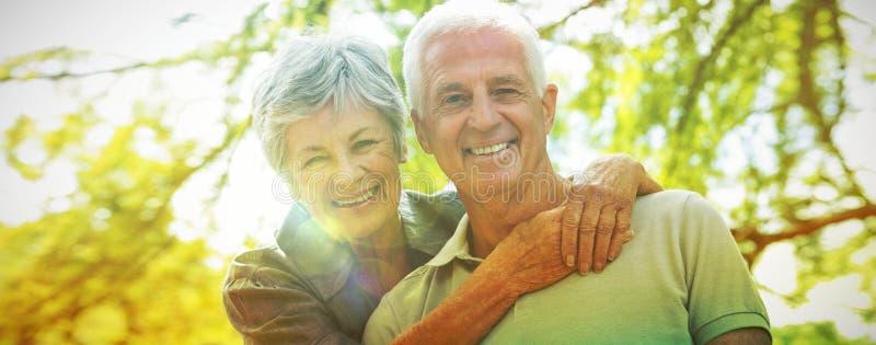 Ευτυχές παλαιό χαμόγελο ζευγών στοκ φωτογραφίες