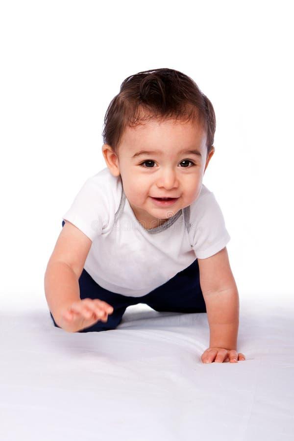 Ευτυχές σερνμένος μικρό παιδί μωρών στοκ εικόνες