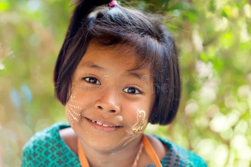 Ευτυχές ταϊλανδικό μικρό κορίτσι στοκ φωτογραφία με δικαίωμα ελεύθερης χρήσης