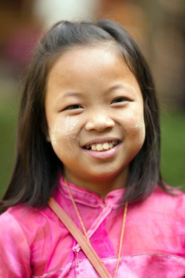 Ευτυχές ταϊλανδικό μικρό κορίτσι στοκ εικόνα με δικαίωμα ελεύθερης χρήσης