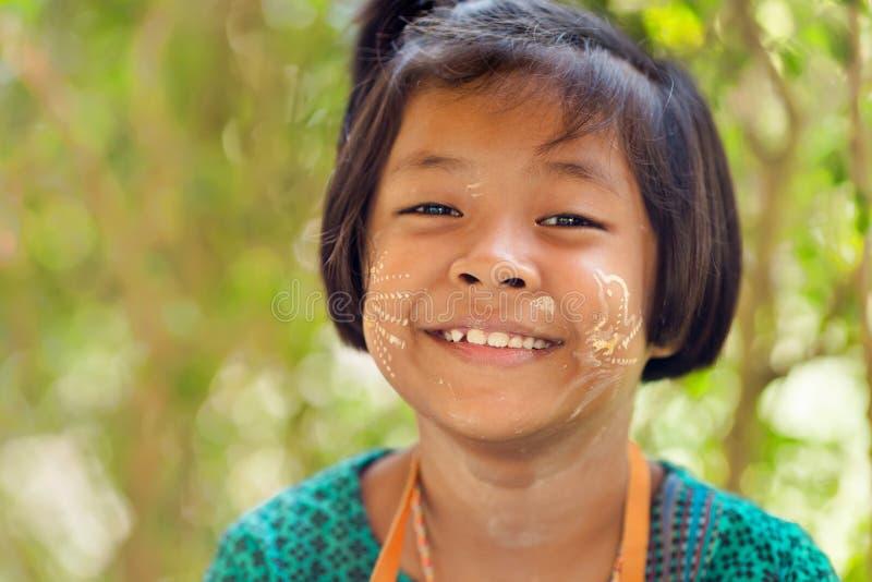 Ευτυχές ταϊλανδικό πορτρέτο μικρών κοριτσιών στοκ εικόνα