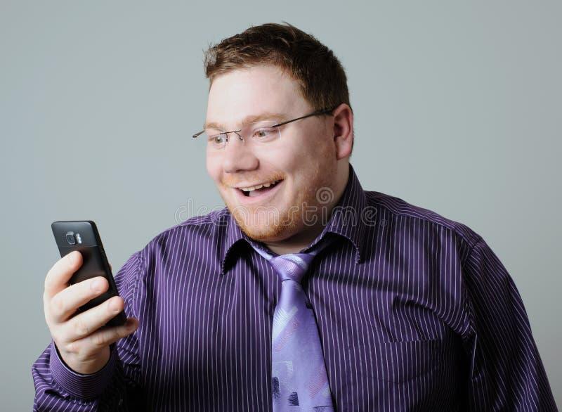 ευτυχές τηλέφωνο ατόμων στοκ εικόνες με δικαίωμα ελεύθερης χρήσης