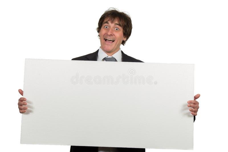 Ευτυχές χαμογελώντας επιχειρησιακό άτομο που παρουσιάζει κενή πινακίδα, που απομονώνεται πέρα από το άσπρο υπόβαθρο στοκ φωτογραφίες