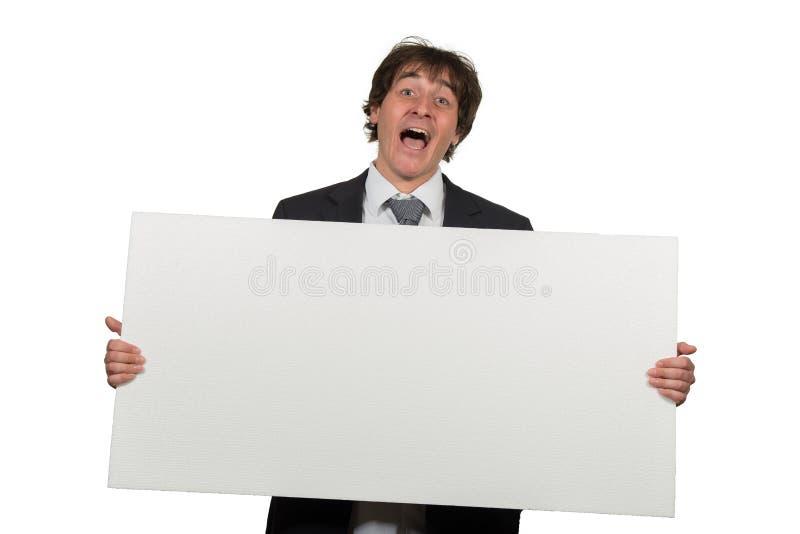 Ευτυχές χαμογελώντας επιχειρησιακό άτομο που παρουσιάζει κενή πινακίδα, που απομονώνεται πέρα από το άσπρο υπόβαθρο στοκ εικόνες με δικαίωμα ελεύθερης χρήσης