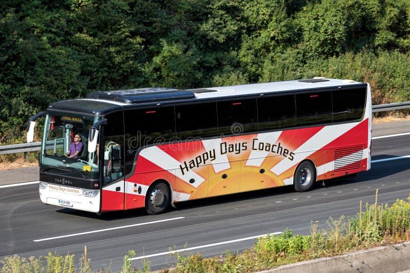 Ευτυχές intercity λεωφορείο λεωφορείων ημερών στοκ φωτογραφία με δικαίωμα ελεύθερης χρήσης