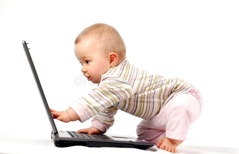 ευτυχές lap-top 13 μωρών στοκ φωτογραφίες