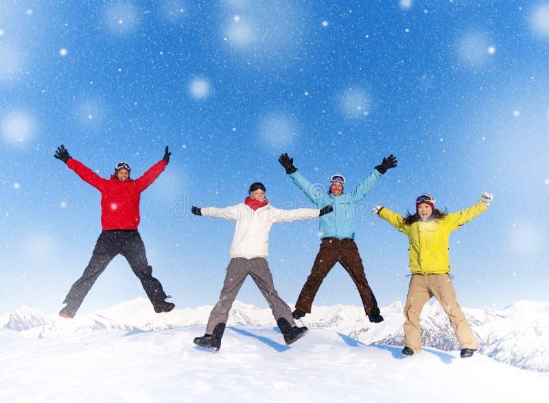 Ευτυχής έννοια διακοπών χειμερινού χιονιού νέων στοκ φωτογραφία με δικαίωμα ελεύθερης χρήσης