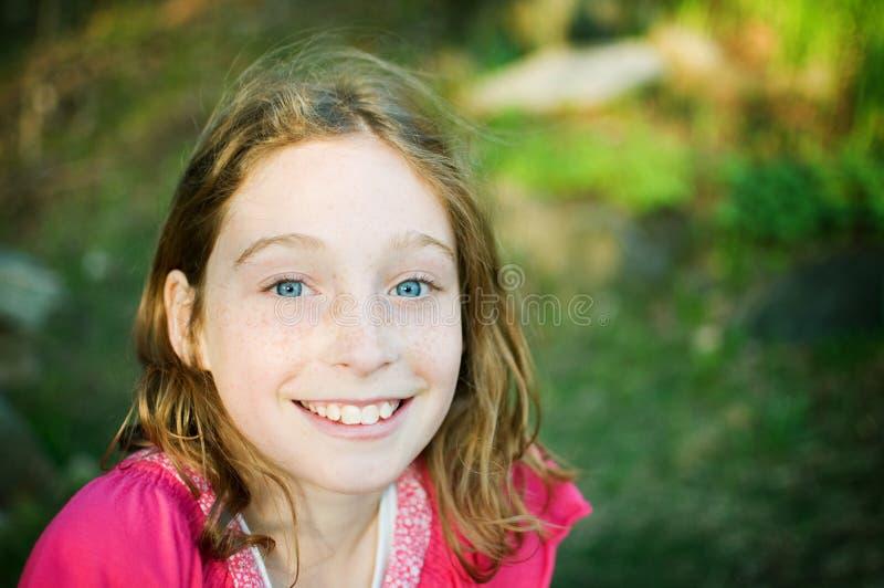 ευτυχής έφηβος κοριτσιώ&n στοκ εικόνες