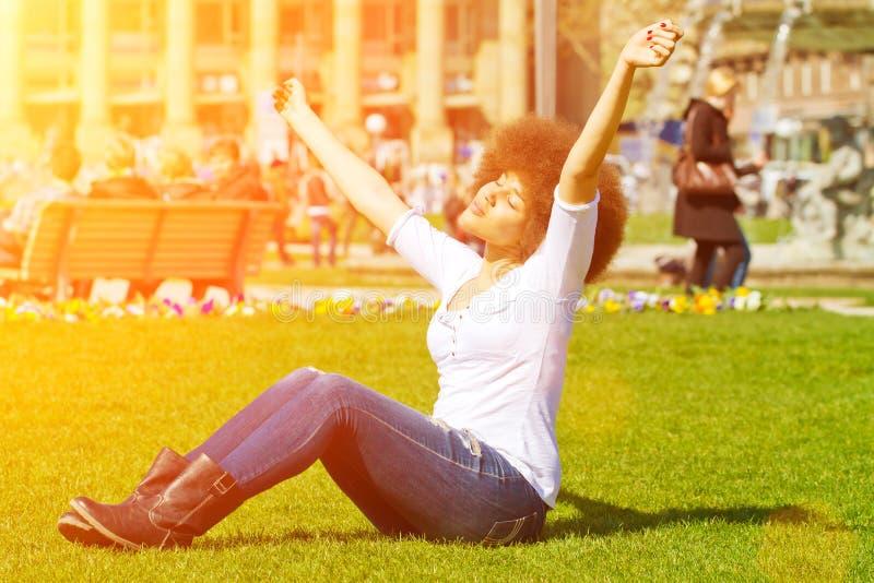 ευτυχής ήλιος κοριτσιών στοκ φωτογραφία με δικαίωμα ελεύθερης χρήσης