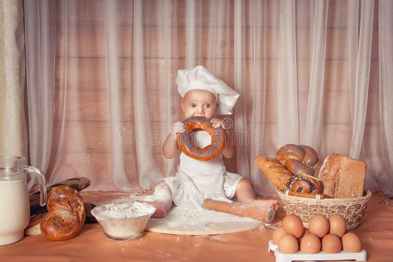 Ευτυχής αρτοποιός μωρών στοκ φωτογραφίες με δικαίωμα ελεύθερης χρήσης
