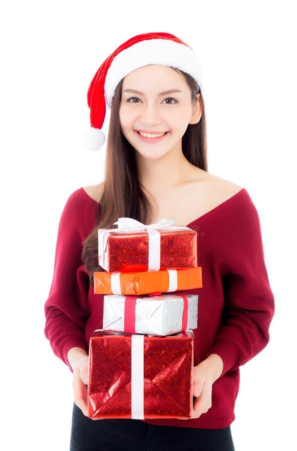 Ευτυχής ασιατική γυναίκα με το κιβώτιο δώρων εκμετάλλευσης χαμόγελου πολλά από τα Χριστούγεννα στοκ εικόνες με δικαίωμα ελεύθερης χρήσης