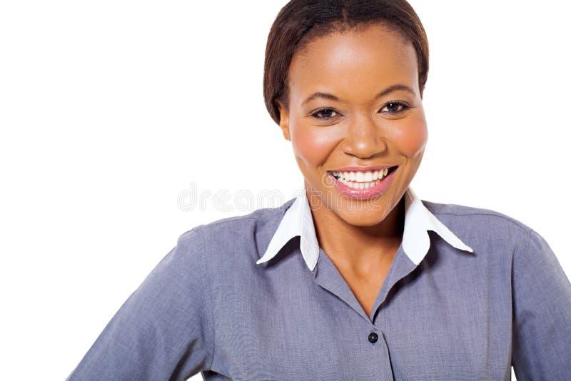 Ευτυχής αφρικανική επιχειρηματίας στοκ εικόνες