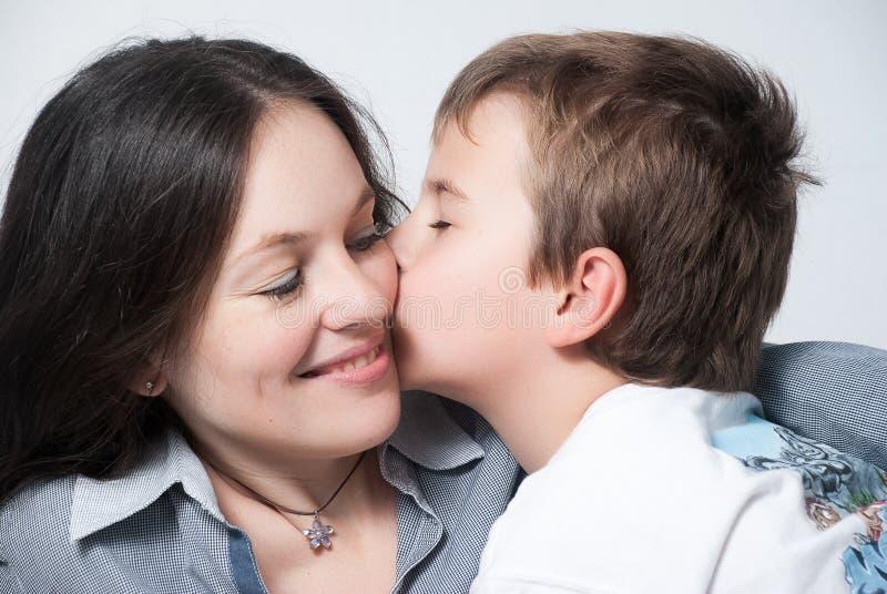 ευτυχής γιος μητέρων συ&gam στοκ εικόνα