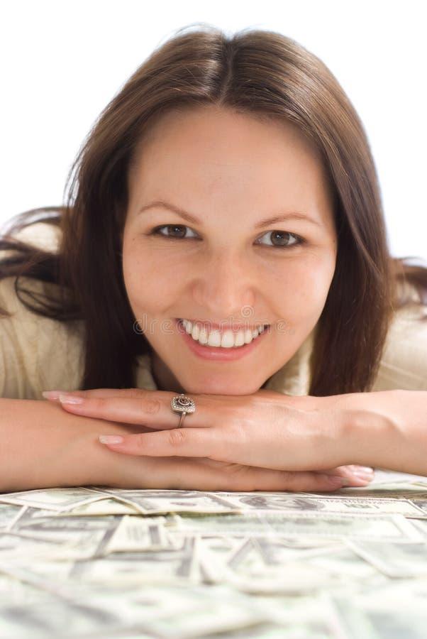 Ευτυχής γυναίκα με τα χρήματα στοκ φωτογραφίες