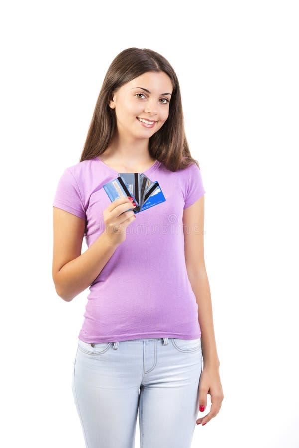 Ευτυχής γυναίκα με τις πιστωτικές κάρτες στοκ εικόνα με δικαίωμα ελεύθερης χρήσης