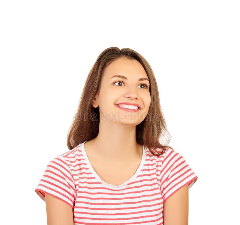 ευτυχής γυναίκα πορτρέτ&omic Κινηματογράφηση σε πρώτο πλάνο του κοριτσιού με το τέλειο χαμόγελο, άσπρα δόντια που χαμογελά στη κά στοκ φωτογραφία
