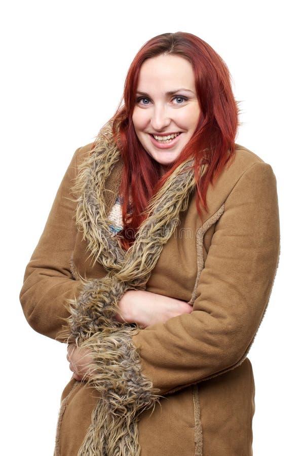 Ευτυχής γυναίκα στο μεγάλο χειμερινό παλτό στοκ φωτογραφία με δικαίωμα ελεύθερης χρήσης