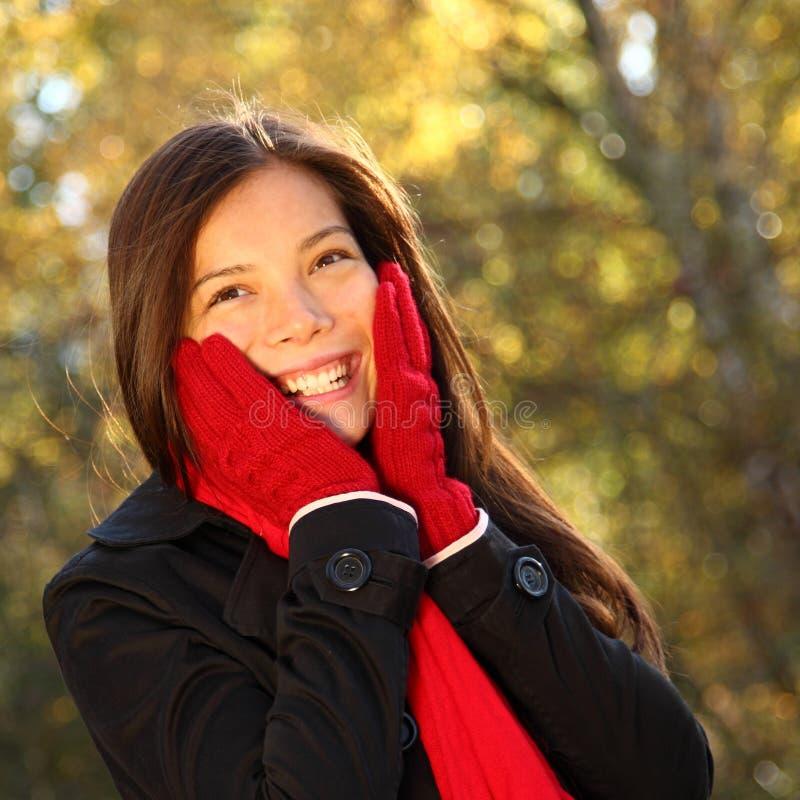 ευτυχής γυναίκα φύσης στοκ εικόνα με δικαίωμα ελεύθερης χρήσης