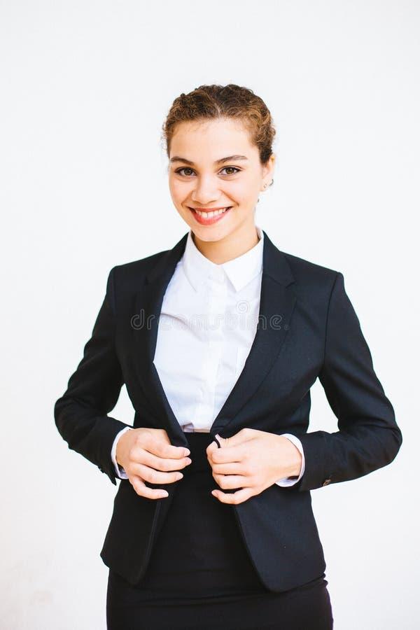 Ευτυχής επιτυχής επιχειρηματίας που παίρνει ντυμένη στοκ εικόνες με δικαίωμα ελεύθερης χρήσης