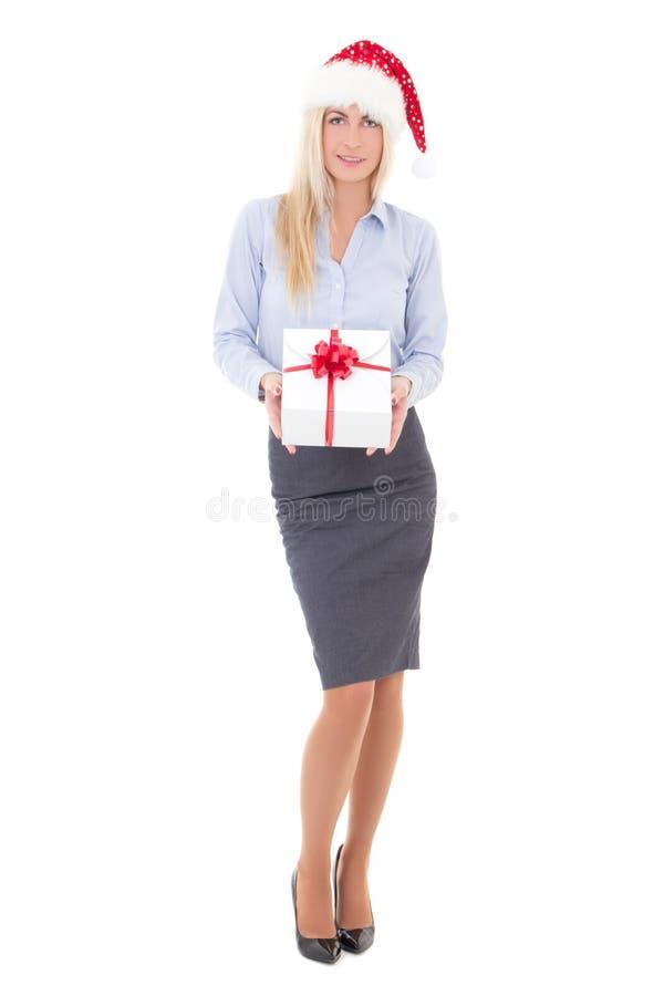 Ευτυχής επιχειρησιακή γυναίκα στην τοποθέτηση καπέλων santa με το κιβώτιο δώρων που απομονώνεται στοκ φωτογραφία με δικαίωμα ελεύθερης χρήσης