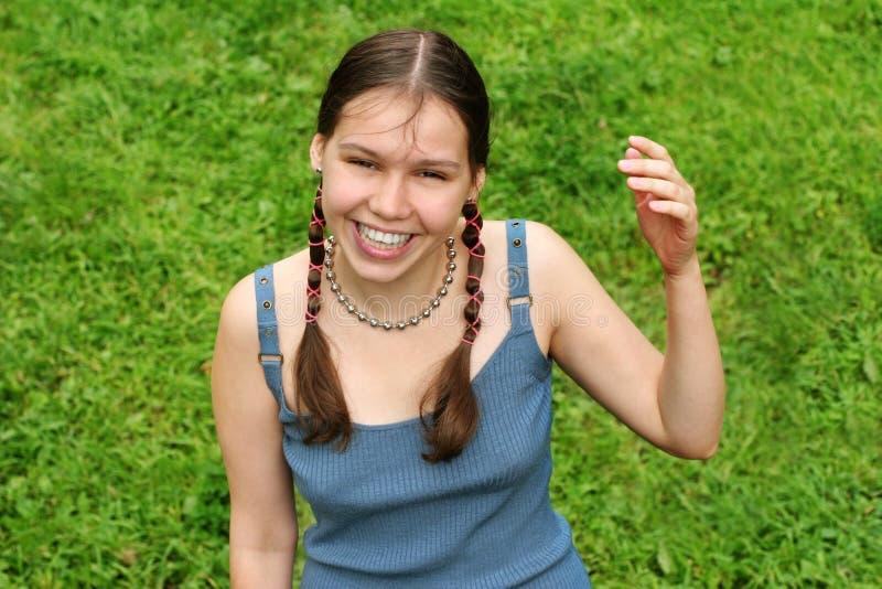 ευτυχής εφηβικός κοριτ&si στοκ φωτογραφία με δικαίωμα ελεύθερης χρήσης