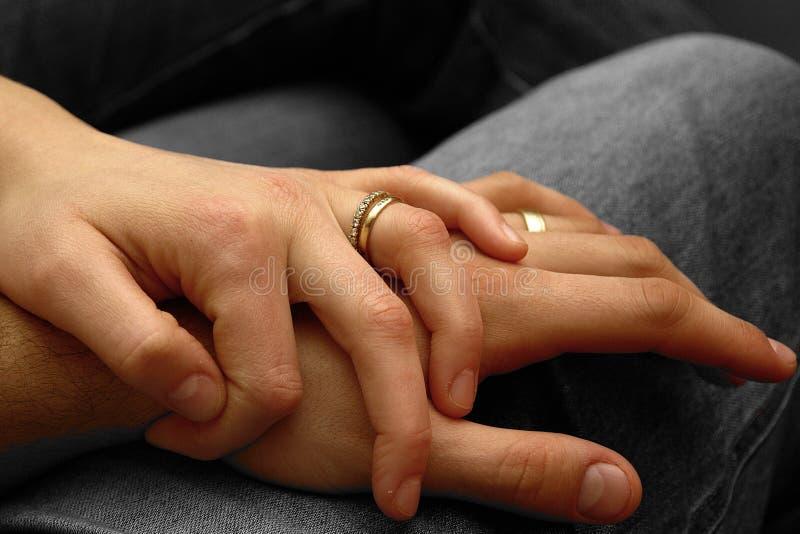 ευτυχής ζευγών παντρεμέν&om στοκ εικόνες