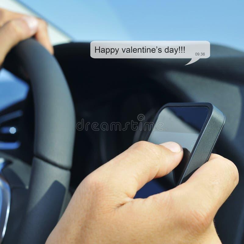 Ευτυχής ημέρα βαλεντίνων σε ένα μήνυμα κειμένου στοκ εικόνα με δικαίωμα ελεύθερης χρήσης